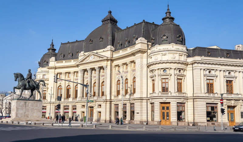 BUCARESTE, RO - 3 de março: Biblioteca da universidade central o 3 de março de 2013 em Bucareste, Romania. A biblioteca da univers fotografia de stock royalty free