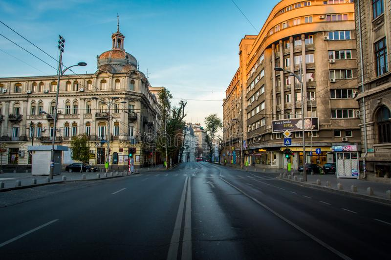 Bucareste, Romênia, em novembro de 2018: O quadrado da universidade de Bucareste é o lugar onde os jovens se encontram fotografia de stock royalty free