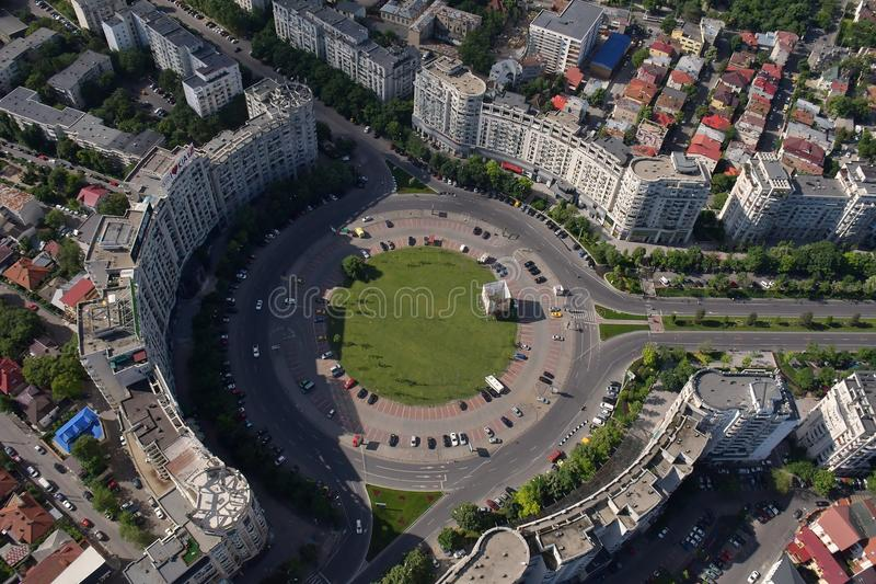 Bucareste, Romênia, o 15 de maio de 2016: Opinião aérea Piata Alba Iulia imagens de stock royalty free