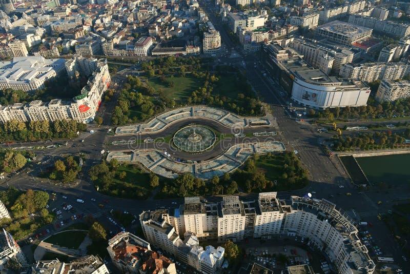 Bucareste, Romênia, o 9 de outubro de 2016: Vista aérea de fontes do quadrado de Unirii imagens de stock royalty free
