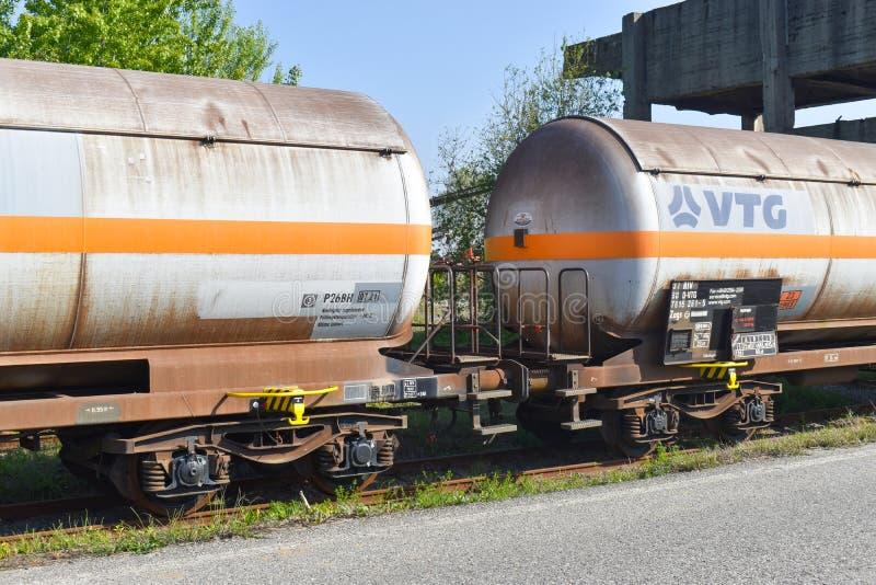 Bucareste, Rom?nia - 20 04 2019 - Petroleiro do trem fotos de stock
