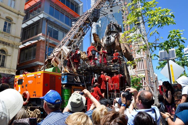 Buceador Marionette con la grúa y los titiriteros: Viaje del Giants: Perth, Australia foto de archivo libre de regalías