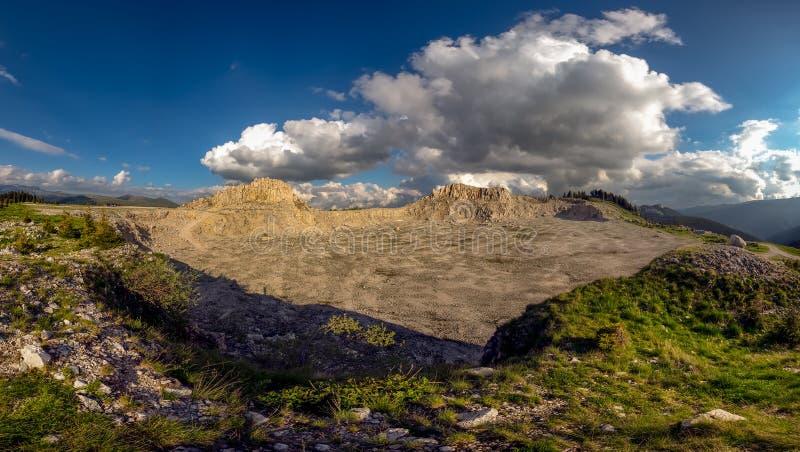 Bucegi góry, Podul cu Florile kamienia łup zdjęcie stock