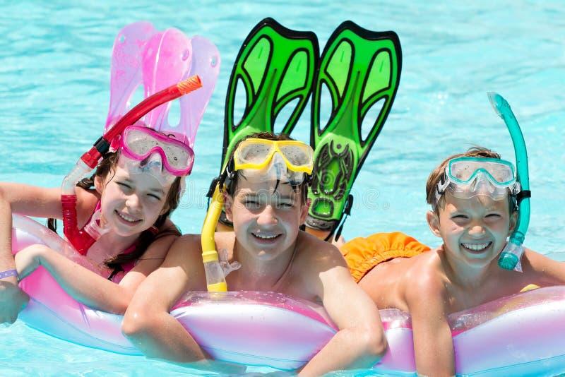 Buceo con escafandra de los niños fotos de archivo