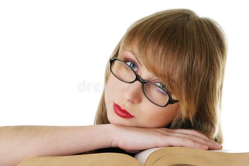 Buch der jungen Frau Lese lizenzfreie stockbilder