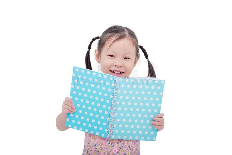 Buch des kleinen Mädchens Leseüber Weiß stockbilder