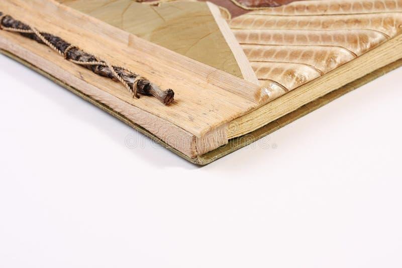 Buch gebildet von den Baumblättern stockbild