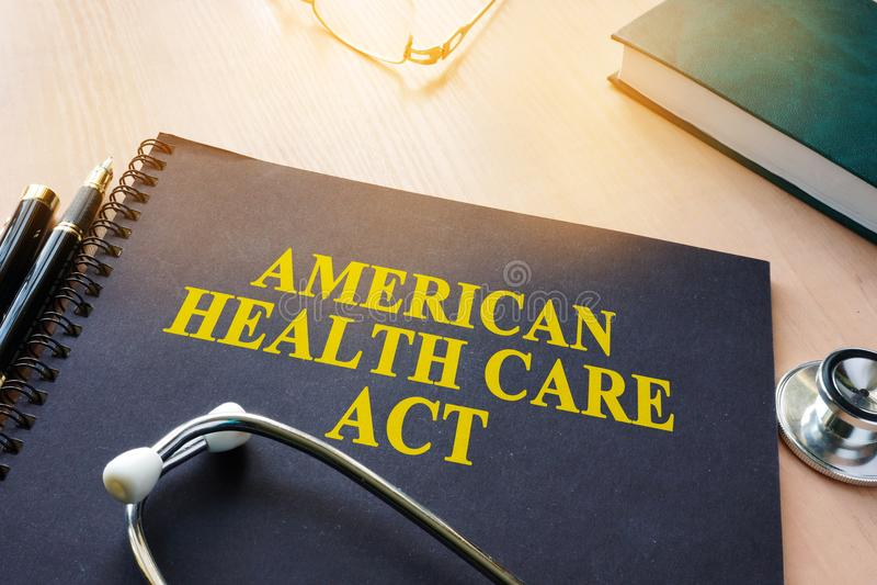 Buch mit Titel amerikanischer Gesundheitswesen-Tat stockfotografie