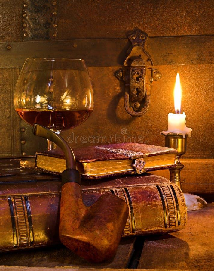 Buch und Rohr lizenzfreies stockbild