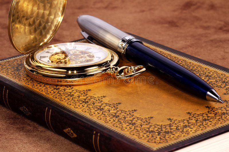 Buch und Uhr stockfoto
