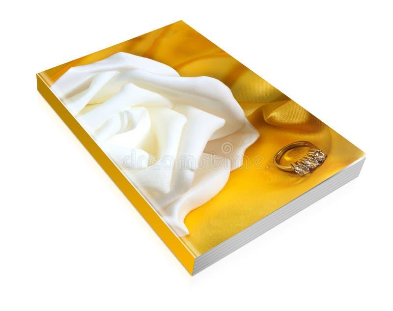 Buch von Eheringen auf gelbem Gewebe lizenzfreie stockfotos