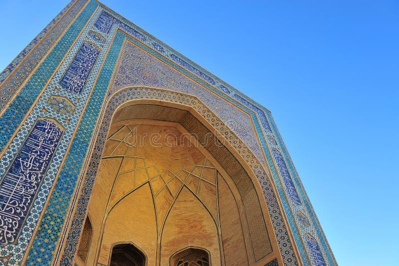 Buchara: arco blu con il mosaico nazionale fotografie stock libere da diritti