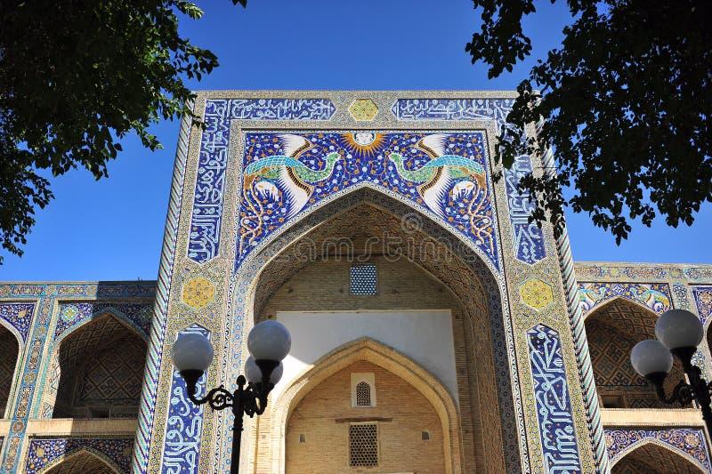 Buchara: bello arco del madrassah fotografia stock libera da diritti