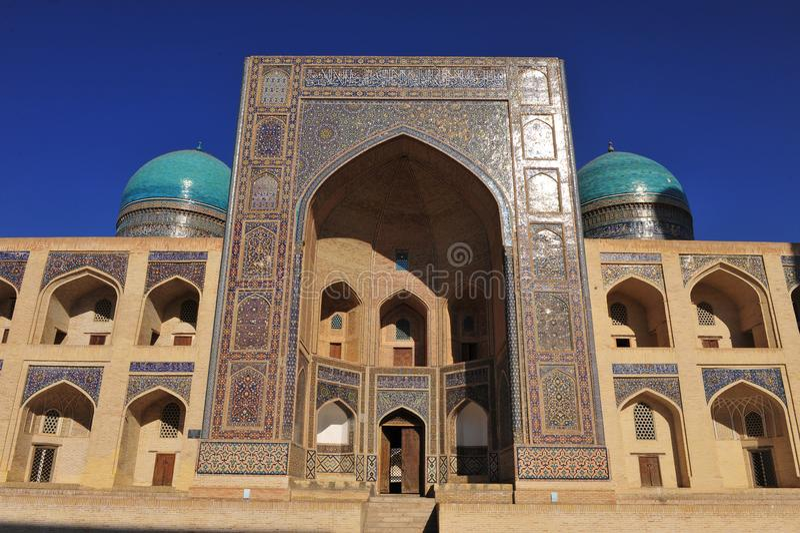 Buchara: entrata a madrassah fotografia stock libera da diritti
