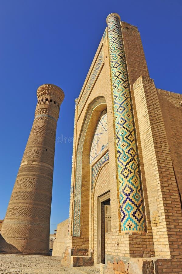 Buchara: Minareto e portone di Kalyan fotografia stock libera da diritti