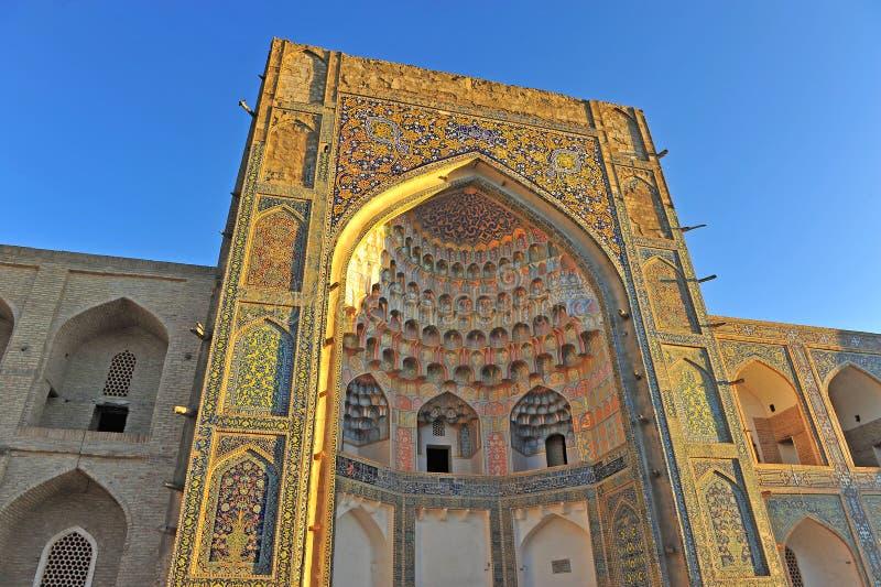 Buchara: portone medievale di Madrasa immagini stock libere da diritti