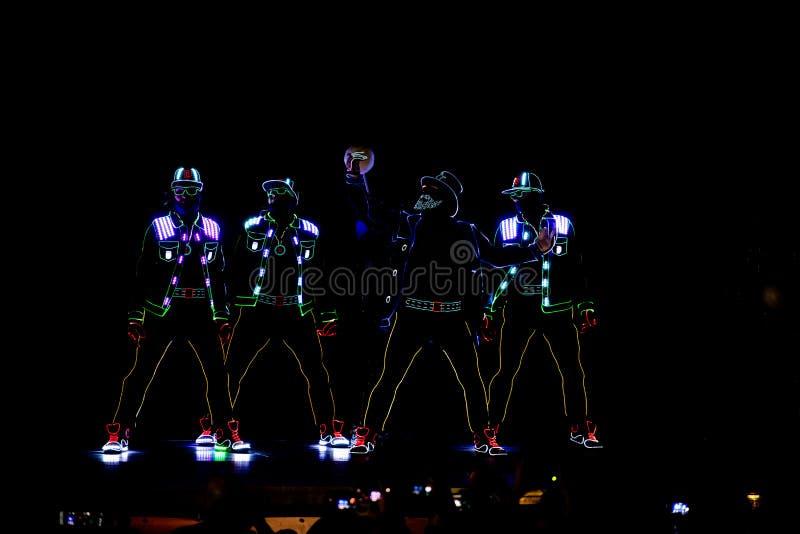 Bucharest światła reflektorów festiwalu dancingowa załoga z światłami zdjęcie royalty free