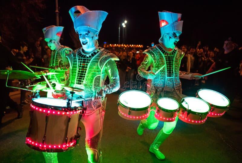 Bucharest światła reflektorów festiwalu drumers z światłami zdjęcie stock