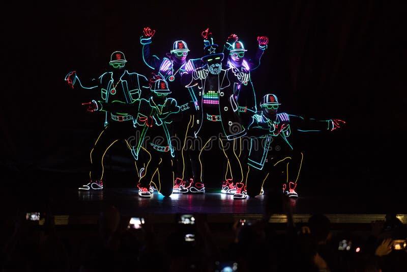 Bucharest światła reflektorów festiwalu tancerze z światłami obraz royalty free