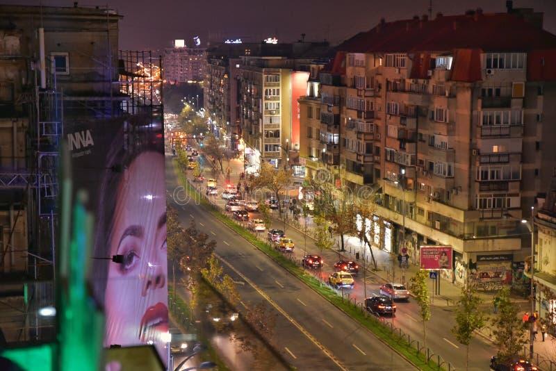 Bucharest aeial nattplats med den Magheru boulevarden royaltyfri fotografi