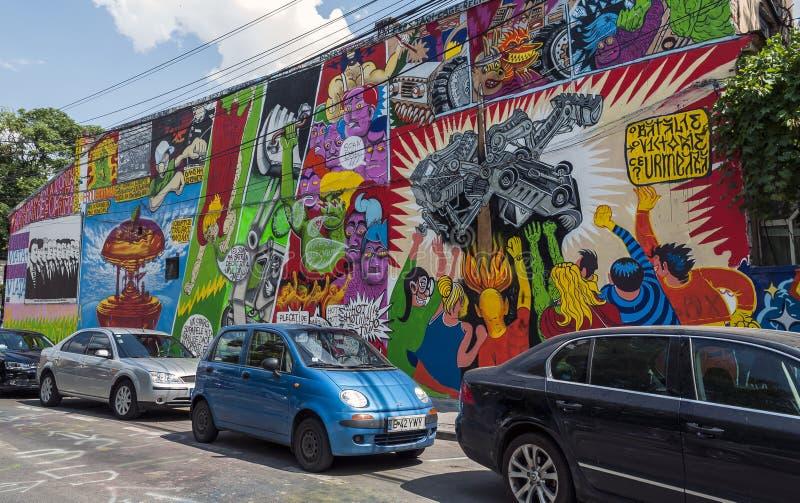 BUCHAREST, CZERWIEC - 21: Graffiti niewiadomymi artystami na Arthur Veron zdjęcia stock