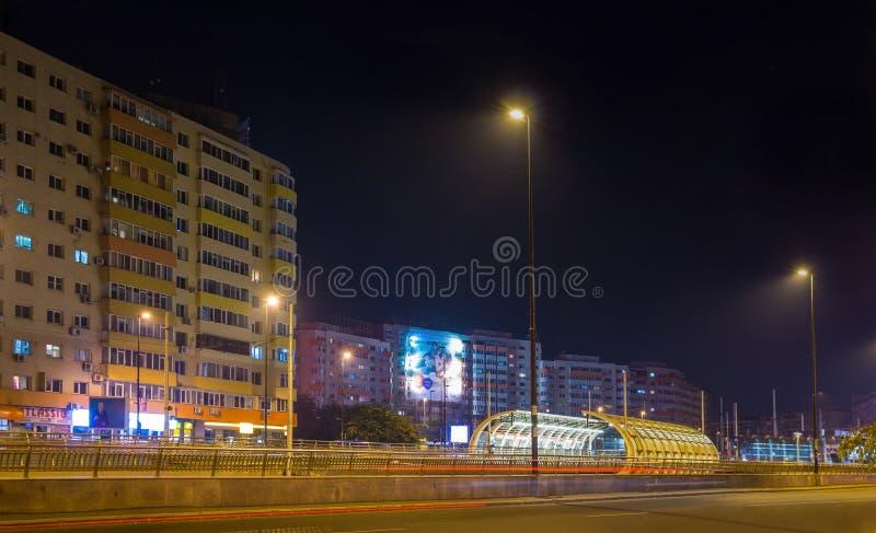 Bucharest i natten fotografering för bildbyråer