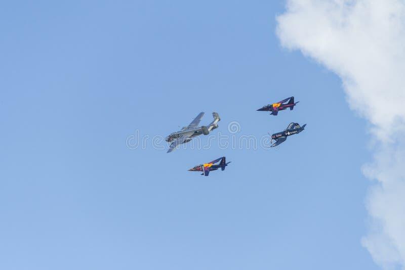 Bucharest internationell flygshowSNEDHET, RedBull lagskärm royaltyfri bild