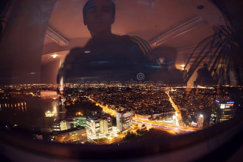 Bucharest linii horyzontu panoramy nocy strzał od nieba wierza obrazy royalty free