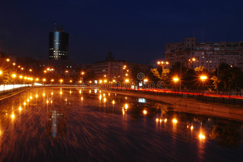 Download Bucharest night στοκ εικόνες. εικόνα από γραμμές, ποταμός - 123866