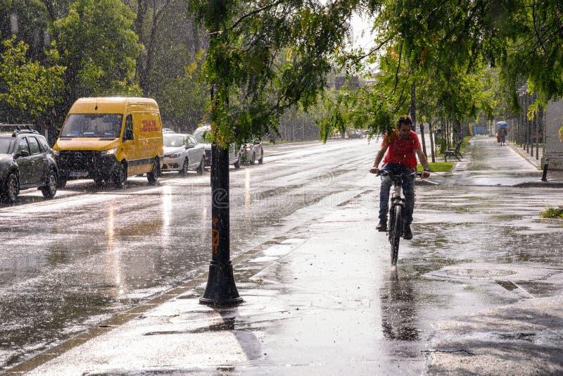 Bucharest po ulewnego deszczu i burzy, Bucharest miasto po ulewnego deszczu podczas lato czasu obraz stock