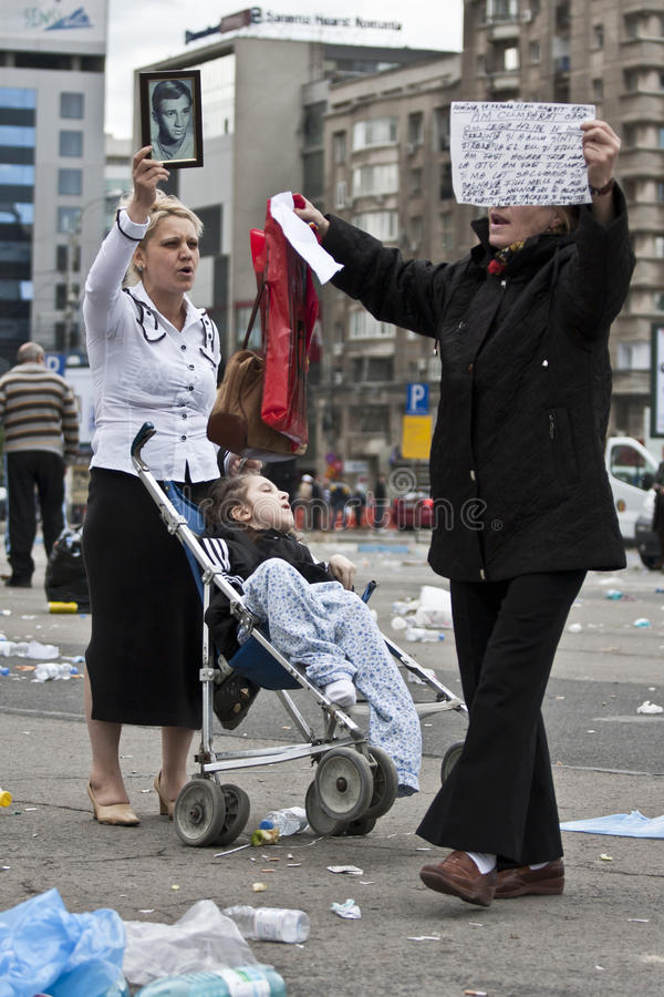 Download Bucharest Protestants In Front Of The Governement Editorial Stock Photo - Image: 14378383