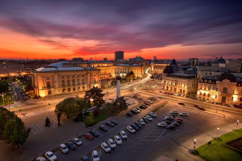 Bucharest przy zmierzchem, pałac królewskim i środkową biblioteką, obraz royalty free