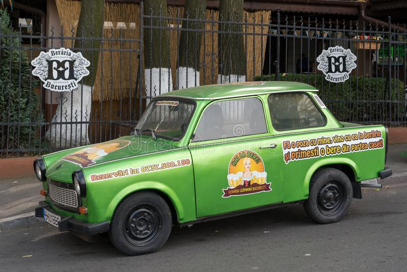 BUCHAREST/ROMANIA - 21 DE SETEMBRO: Trabant estacionou em Bucareste R fotografia de stock royalty free