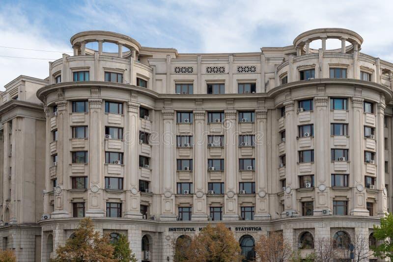 BUCHAREST/ROMANIA - SEPTEMBER 21: Sikt av den nationella Instituten royaltyfria foton