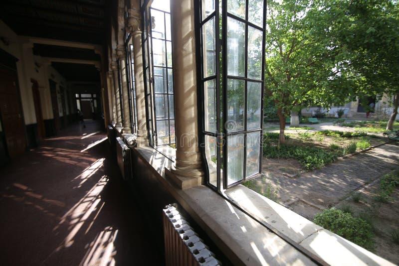 Bucharest Rumänien - Juni 14, 2019: Arkitektoniska detaljer från inre Scoalaen Centrala som bygger central skola royaltyfria bilder