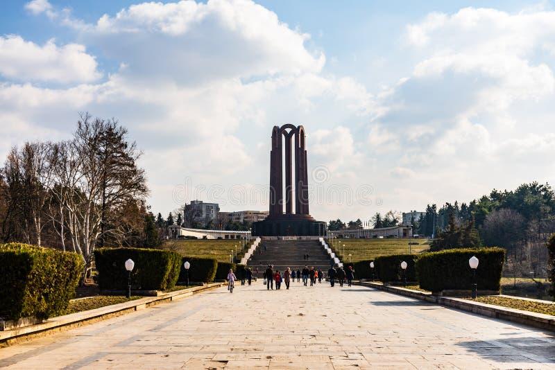 Bucharest Rumänien - 2019 Mausoleet för okänd soldat som lokaliseras i Carol Park arkivfoto