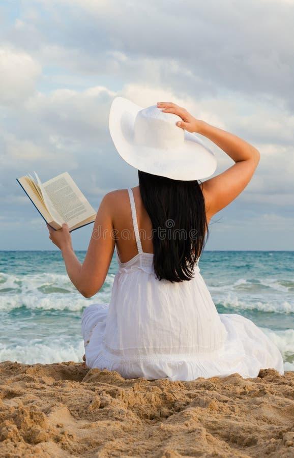 Buchfrau lizenzfreie stockbilder