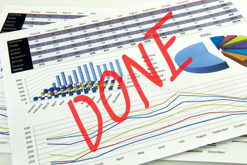 Buchhalter überprüfen die Genauigkeit von Finanzberichten Buchhaltung, Buchhaltungs-Konzept lizenzfreie stockbilder