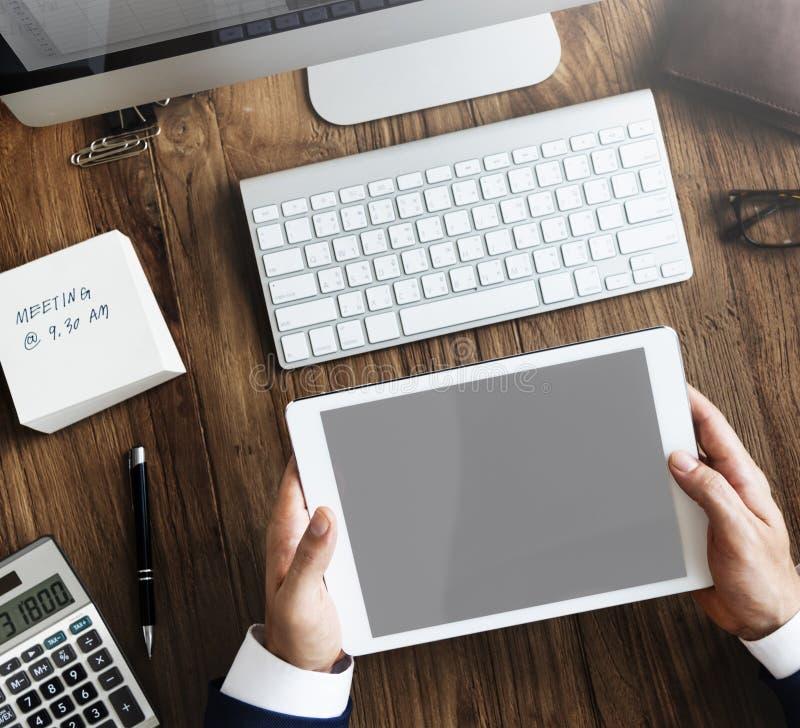 Buchhaltungs-Analyse-Digital-Gerät-Arbeitsplatz-Konzept lizenzfreie stockbilder
