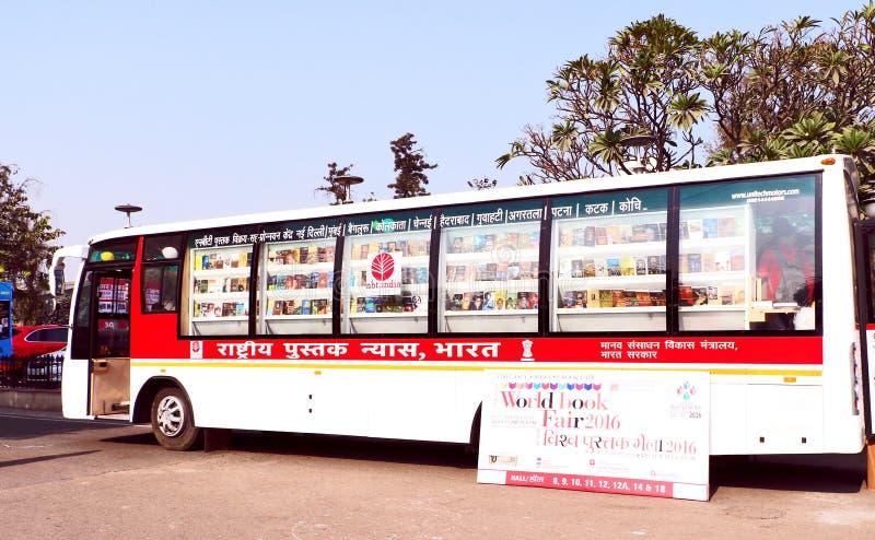 Buchladen in beweglichem Bus stockfotos