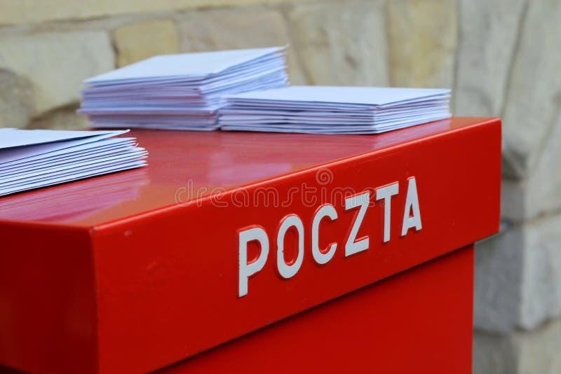 Buchstaben auf dem Briefkasten lizenzfreie stockbilder