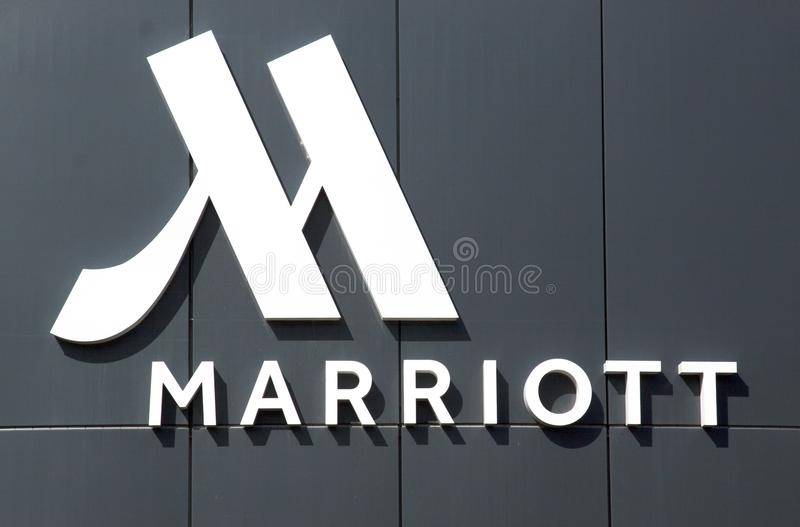 Buchstaben Marriot-Hotel auf der Fassade des Hotels stockfoto