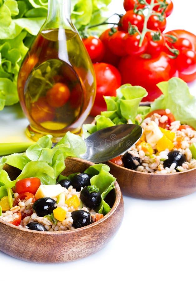 Buchstabierter Salat auf weißem Hintergrund lizenzfreies stockbild