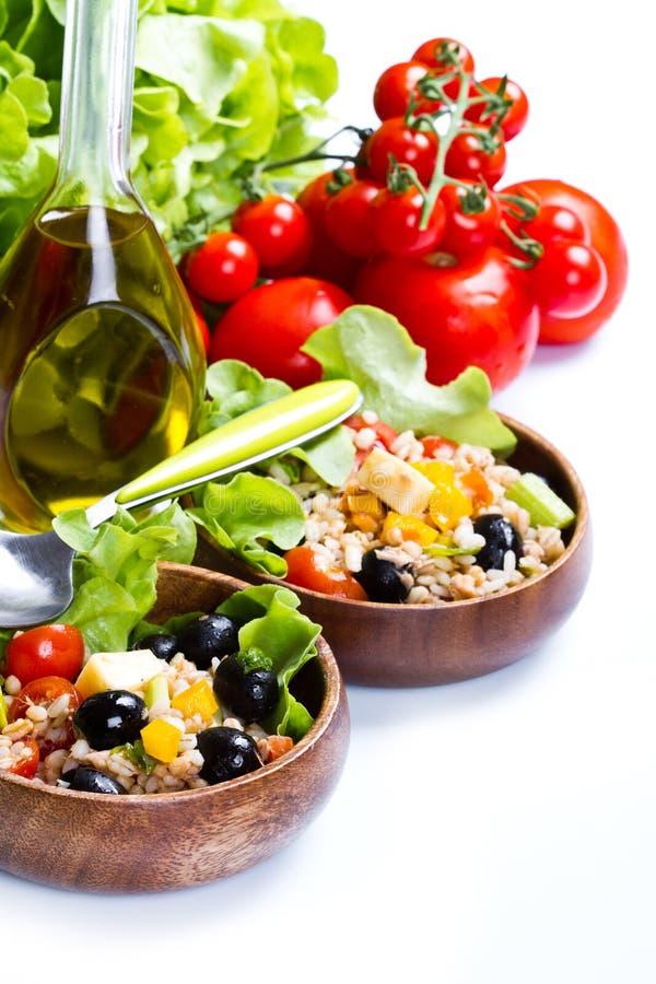 Buchstabierter Salat auf weißem Hintergrund lizenzfreie stockbilder