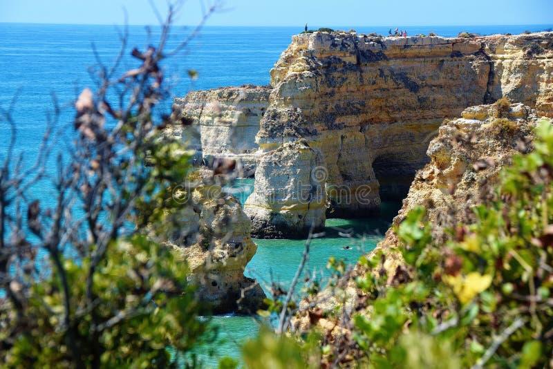 Bucht Algarve praia-DA Marinha stockbilder