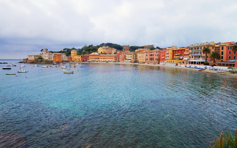 Bucht der Ruhe, italienischer Sommerurlaubsort. lizenzfreie stockfotografie