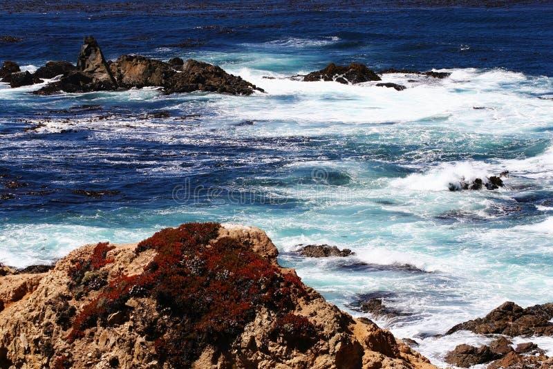Bucht des Pazifischen Ozeans von Big Sur, Monterey stockfotos