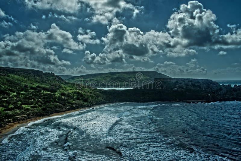 Bucht Ghajn Tuffieha in Malta lizenzfreies stockbild