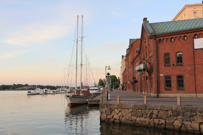 Bucht voll von Booten in Helsinki, Finnland stockfotos