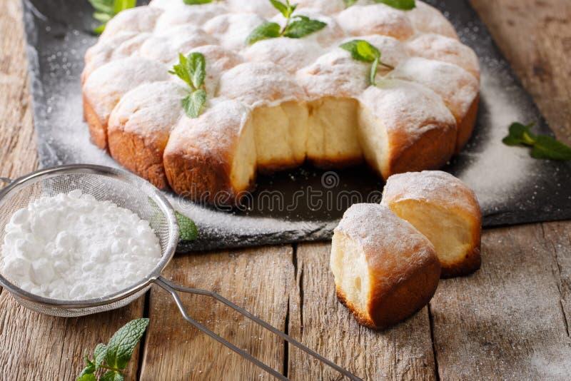 Buchteln austriaco - il lievito dolce rotola, primo piano delizioso dei panini immagini stock